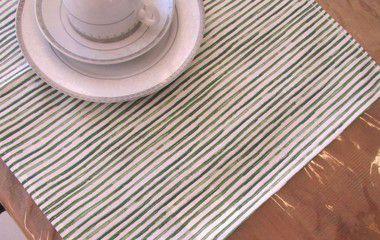 Lugar americano em tecido impermeável acquablock - pilar verde