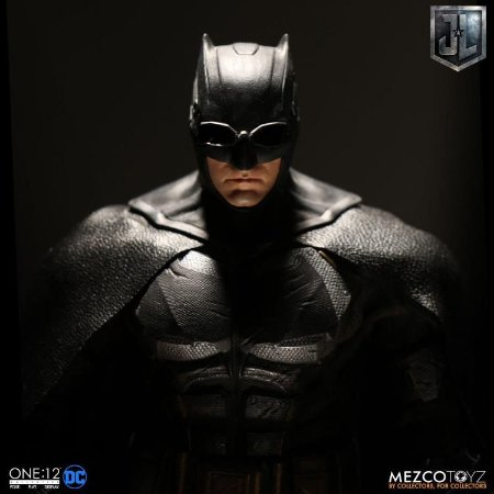 Justice League One:12 Collective Batman (Tactical Suit) ENTREGA EM 30 DIAS