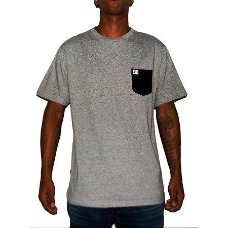 Camiseta DC Pocket 2 Cinza