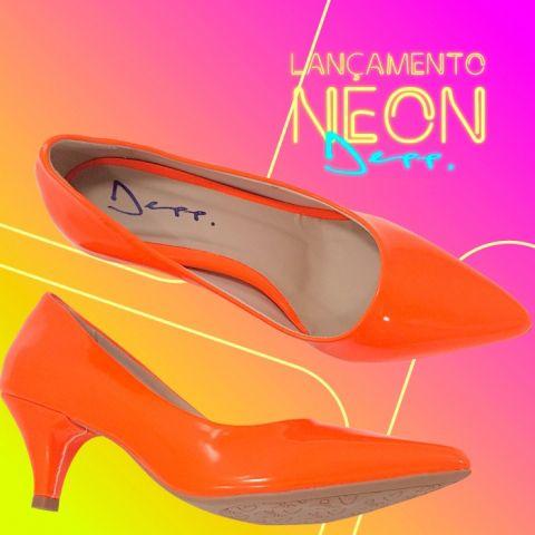ab66d92ef Scarpin Neon Verniz Sapatos Femininos Bico Fino Depp Calçados ...