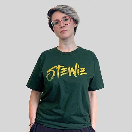 Camiseta Stewie Logo Gradient Verde Musgo