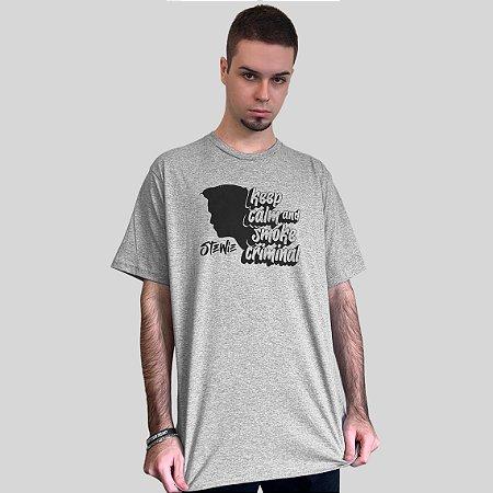Camiseta Stewie Smoke Criminal Cinza Mescla