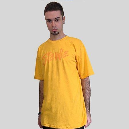 Camiseta Stewie Logo Amarela