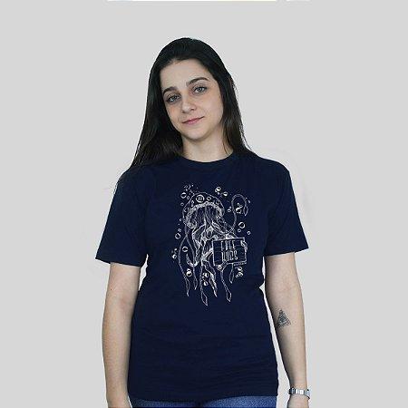 Camiseta Bleed Free Hugs Azul Marinho