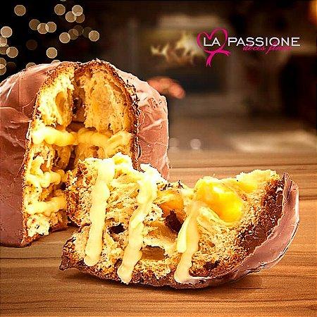 Chocotone com recheio exclusivo dos nossos Bem Casados coberto com Chocolate