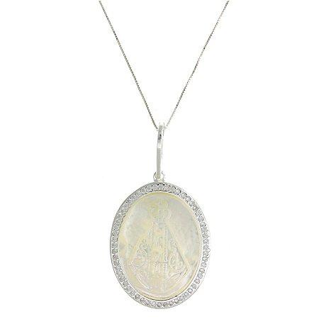 Colar de Prata com Pingente de Nossa Senhora Aparecida com fundo MadrePérola e com Zircônias Brancas Blivejoias