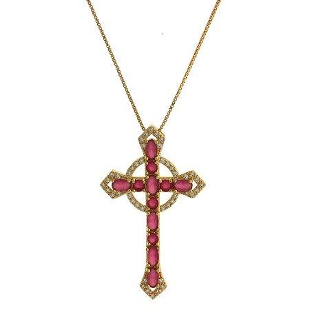 Colar com Pingente de Cruz Cravejado com Zircônias Brancas Rosa e Vermelha Folheado a Ouro 18K Blivejoias