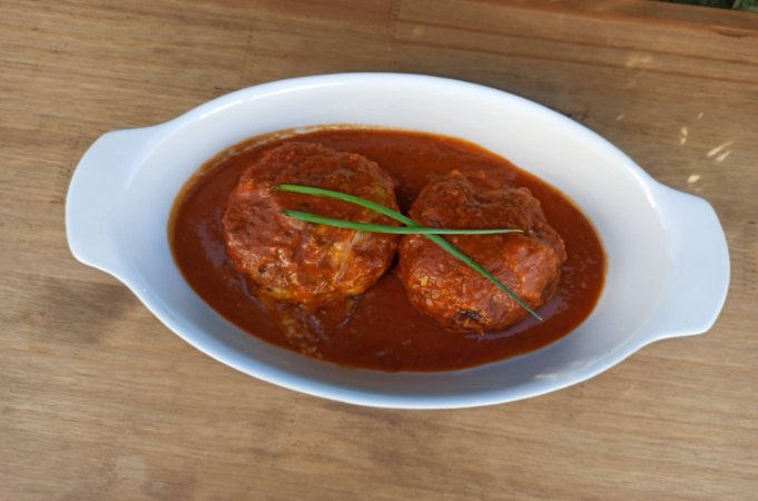 Polpetone de Filé Mignon Recheado com Queijo ao Molho de Tomate 620 gramas