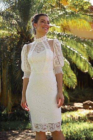 Vestido Karina de noiva midi, com renda, gola alta e mangas bufantes
