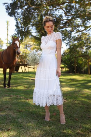 Vestido Maria de noiva, com mix de renda, tule de poá e manga, comprimento lady like