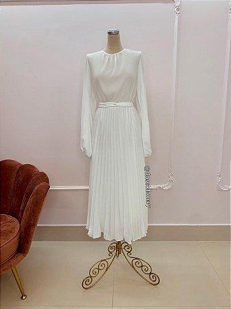 Vestido de noiva midi com saia plissada, manga longa e cinto de faixa