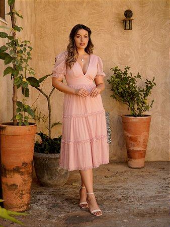 Vestido de festa lady like, em tule de poá, saia com babados, manga longa e decote V