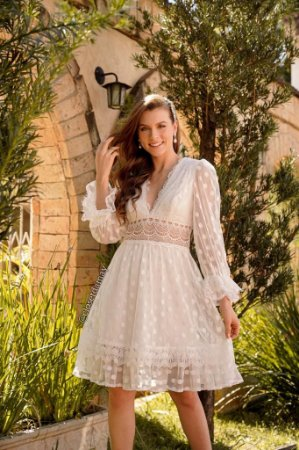 Vestido de noiva midi, em tule de poá, manga longa, decote V e renda. Para casamento civil, pré wedding e noivado.