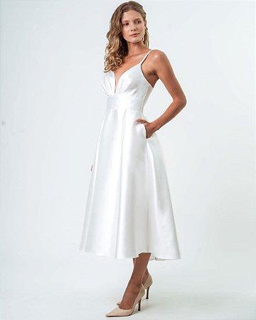 Vestido de noiva lady like com decote e franzido no busto.