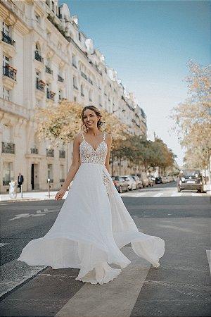 Vestido noivinha macaquinho de renda com saia fluida