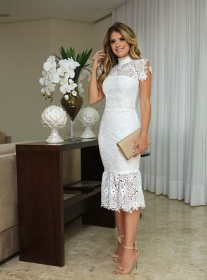 Vestido de renda curto bordado florais