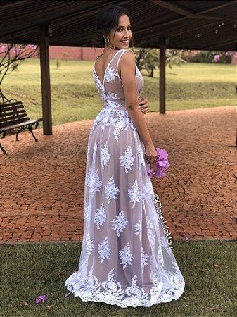 Vestido de noiva longo de tule com bordado e renda