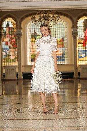 Vestido midi branco de renda maga curta, festa de casamento, pre wedding, batizado, bodas, aniversário.