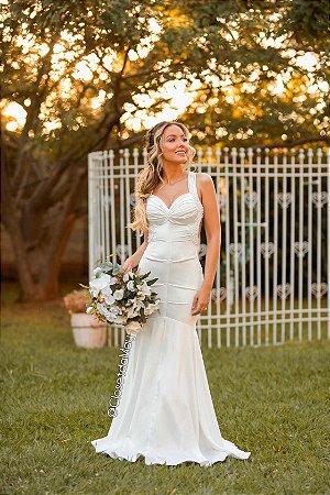 Vestido de noiva longo com perolas na alças costa nua, pre wedding, bodas, casamento civil, branco.