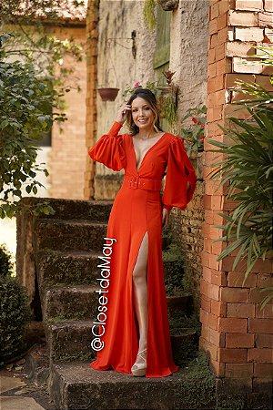 vestido de festa longo manda longa, com fenda, decote em V, para madrinhas, convidadas