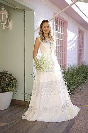 Vestido longo com decote de renda com babado na manga, noiva simples, casamento civil, pre wedding, bodas