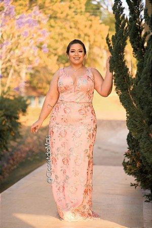 vestido de festa longo em tule bordado com decote sutil, para madrinhas, convidadas.