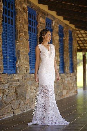 vestido de noiva longo em renda com alças largas e decote sutil, para casamento civil, cerimônia religiosa, ensaio pré wedding