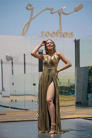 vestido de festa longo em lamê, frente unica, fenda alta lateral.