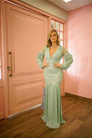 vestido de festa longo, em renda e crepe de seda, com mangas longas, modelagem sereia