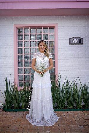 vestido de noiva longo em renda chantily, mangas curtas, gola alta, para casamento civil, ensaio pre wedding