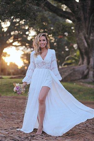 Vestido de noiva longo, hotpants, em renda guipir, e crepe de seda, mangas longas. Para casamento civil, ensaio de pré wedding