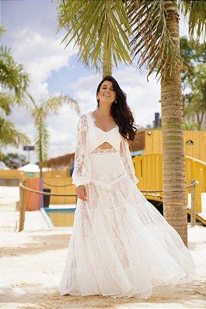 vestido de noiva longo, com mangas longas, hotpants, em renda e decote abaixo do busto