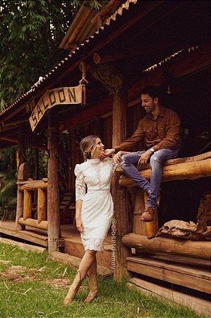vestido de noiva midi, mangas 3/4, gola alta, em renda, para casamento civil, renovação de votos