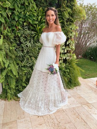 vestido de noiva longo, ombro a ombro, mangas curtas bufantes, em mix de renda, para casamento civil, casamento na praia