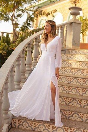 Vestido longo, manga longa, fenda lateral e decote em tule. Para casamento civil e religioso.