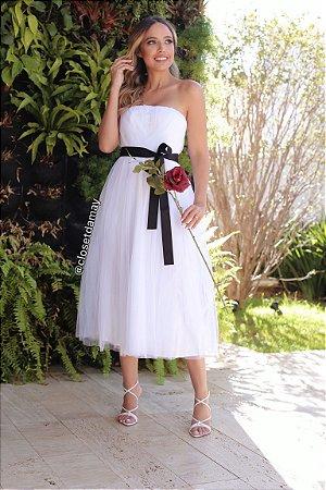 Vestido midi em tule, com faixa preta, para casamento civil e casamento religioso
