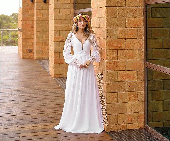 Vestido Paola, longo, em crepe de seda, manga longa, com detalhes em renda. Para casamento religioso, e no campo.