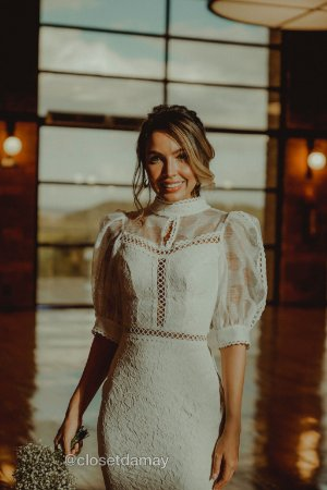Vestido Angelina midi em renda e organza , para casamento civil e jantar de noivado