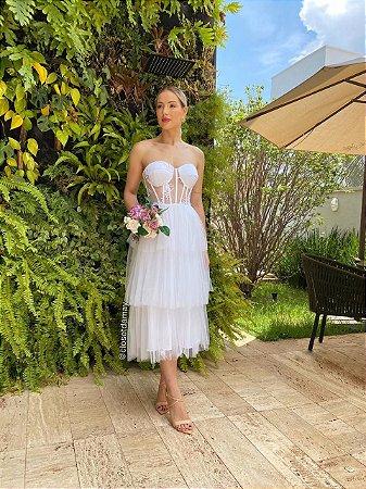 Vestido midi , com bojo meia taça, bordados e tule. Para casamentos civil, e jantar de noivado.
