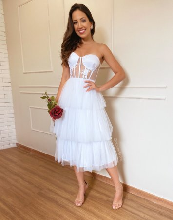 Vestido midi , com bojo meia taça bordados e tule para casamento civil e jantar de noivado