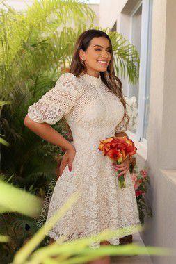 Vestido de noiva curto, em mix de renda e manga bufante, casamento civil e casamento intimista
