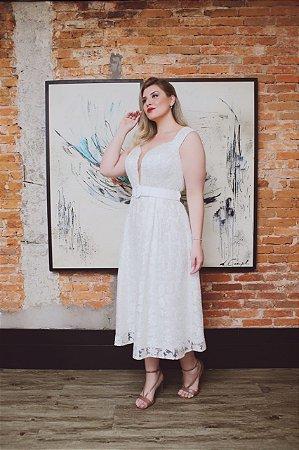 vestido branco midi plusi size de tule. bordado