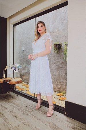 vestido branco noiva plus size de renda midi com detalhe manga