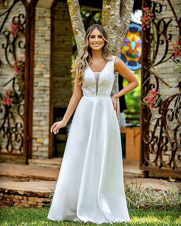 Vestido branco com top bordado em perolas, decote V, casamento civil casamento religioso