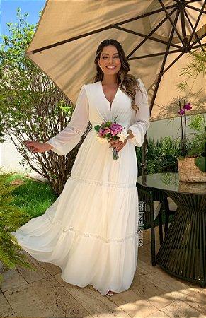 Vestido branco longo de crepe de seda, manga longa, detalhes em renda. Para casamento civil, batizados e noivados.
