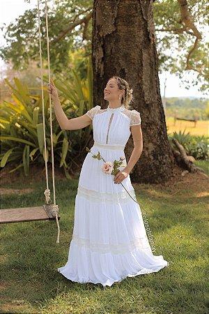 Vestido Jasmine, de noiva longo, com mangas curtas, em mix de rendas e crepe de seda, ideal para casamento civil, renovação de votos.