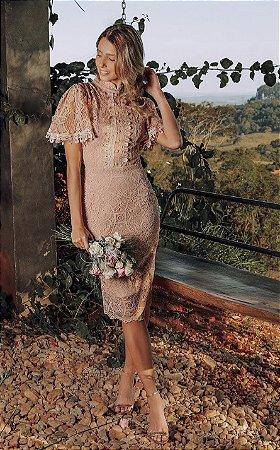 Vestido Juliana midi em renda com botões frontais e mangas curtas. Para madrinhas de casamentos, e convidadas.