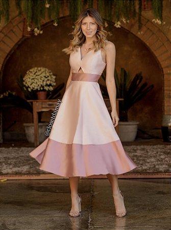 Vestido Lady Like, em zibeline,  duas cores, decote em V na frente e nas costas. Para madrinhas e convidadas de casamento.