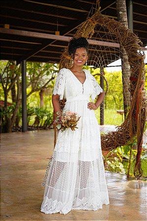 Vestido de noiva longo em mix de rendas e transparências, ideal para ensaio de pre wedding, noivado