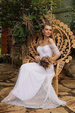 Vestido de noiva longo luréx, com brilho, saia plissada, ombro a ombro, manga com tule